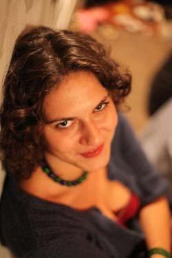 Atasamentul la valori culturale si PR. Interviu cu Evelina Bidea
