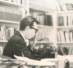 Williams-at-typewriter
